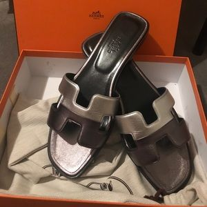 Hermès H Oran sandals new with packaging, metallic